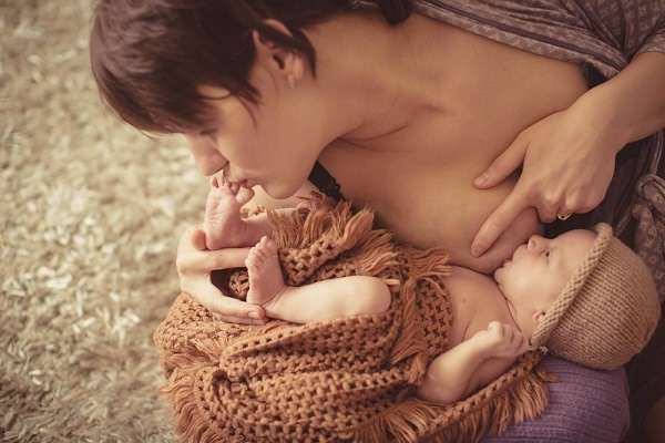mom and breastfed baby
